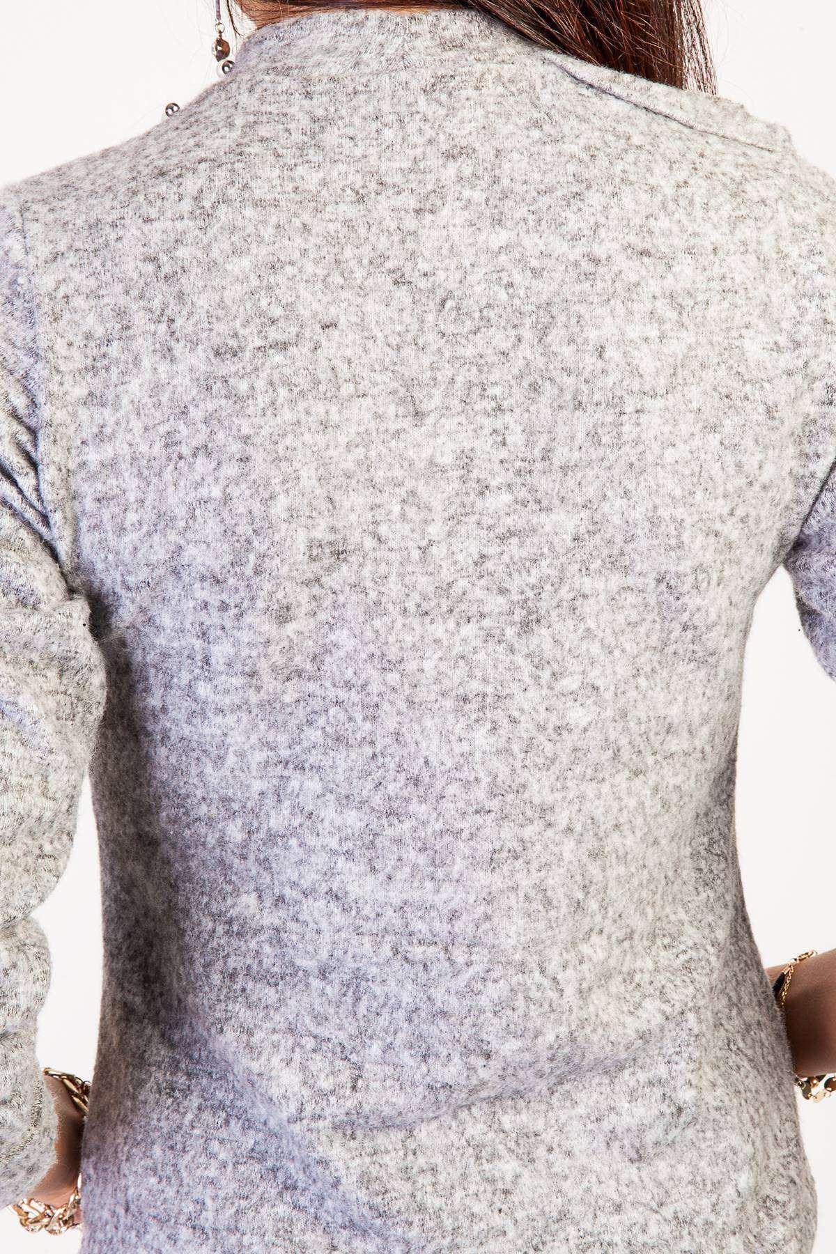 Sağ Omuz Dekolteli İnci Detaylı Yumoş Bluz Gri