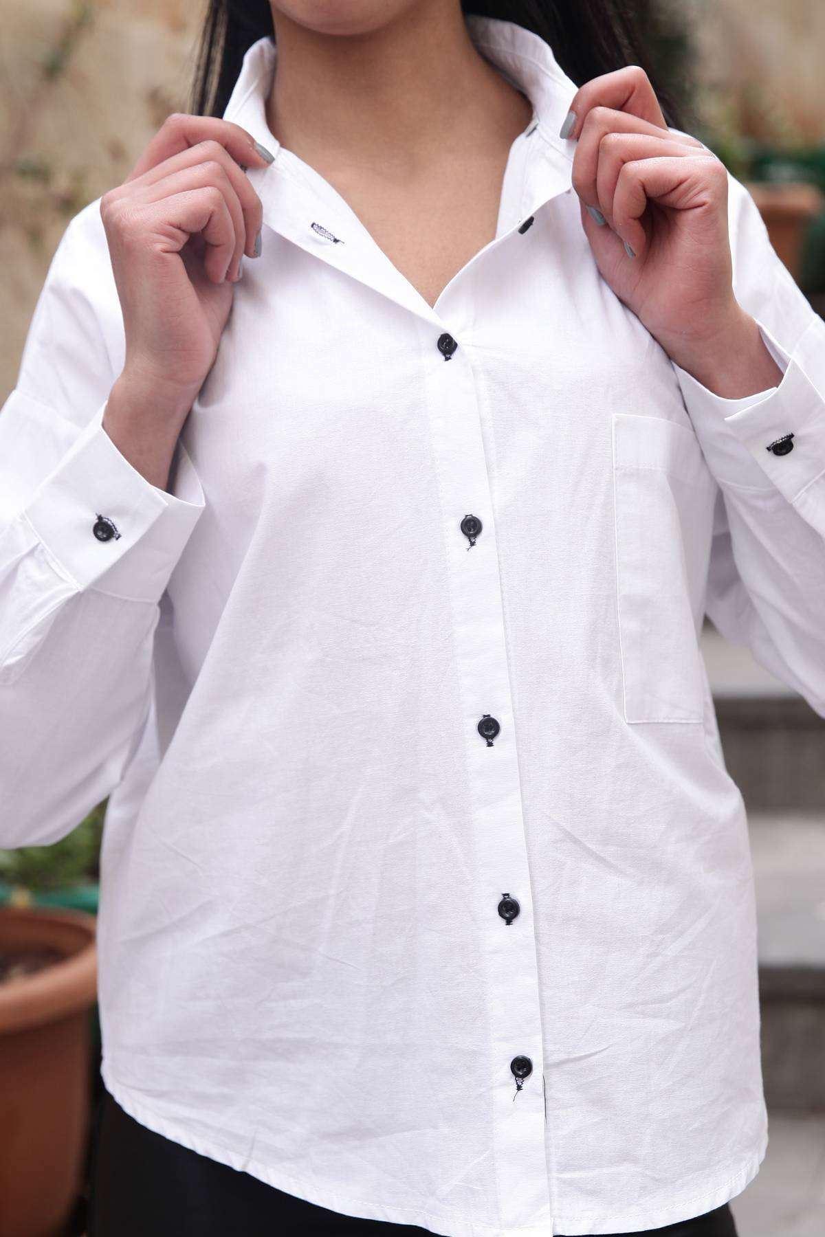 Sırtı Şerit Bağlama Detaylı Tek Cep Gömlek Beyaz