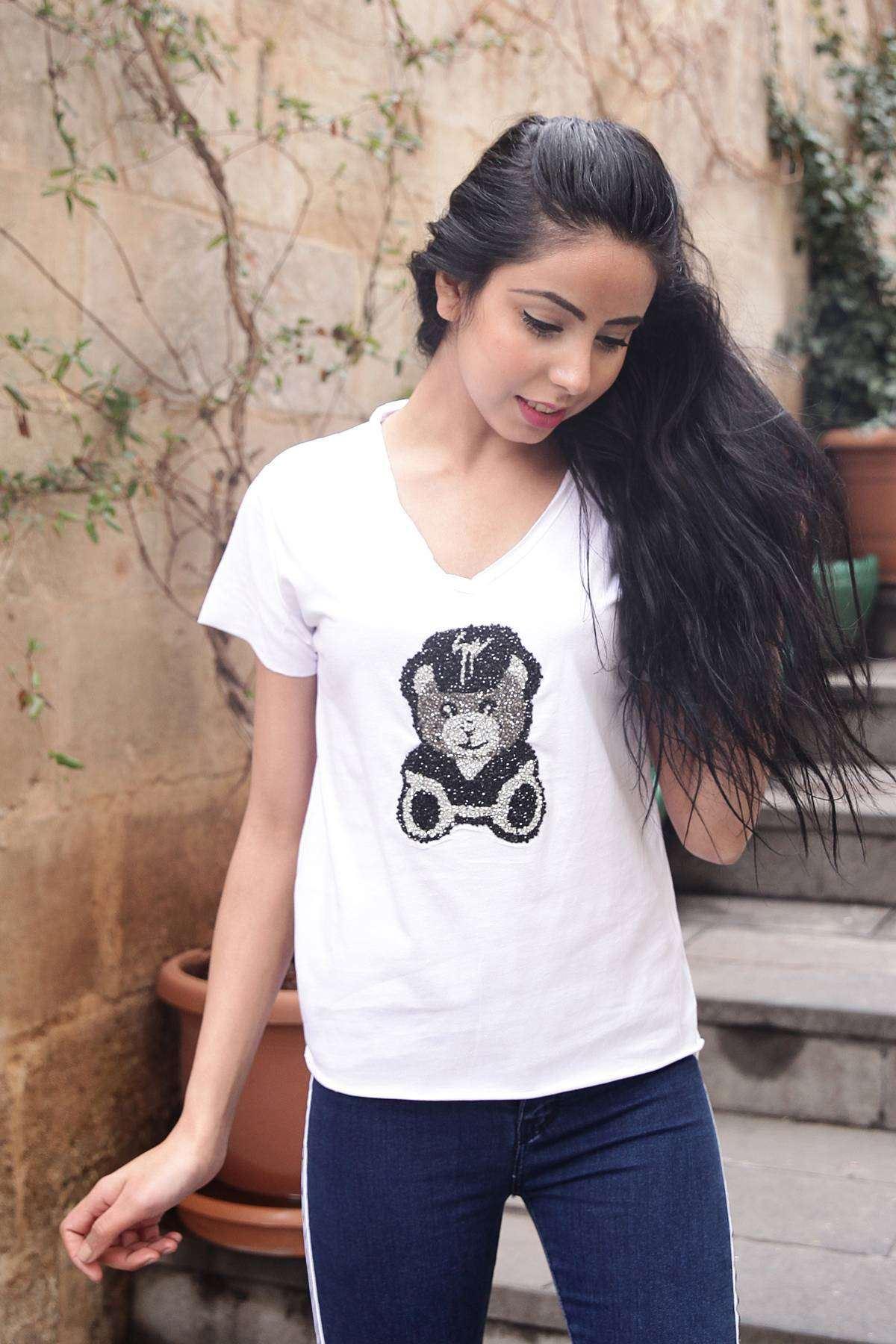 Taşlı Panda Desen Detaylı Pis V Yaka Tişört Beyaz