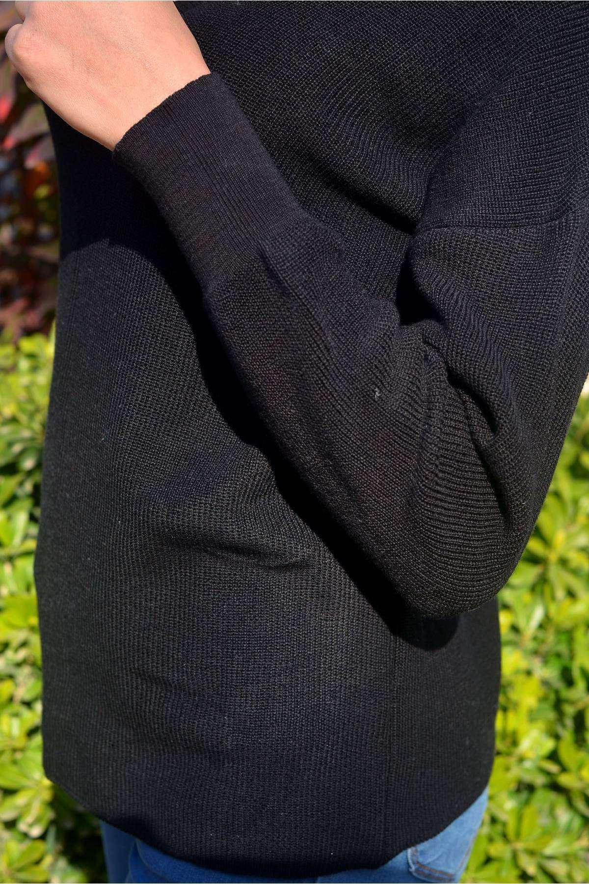 Tasma Yaka Dekolte Detaylı Triko Siyah