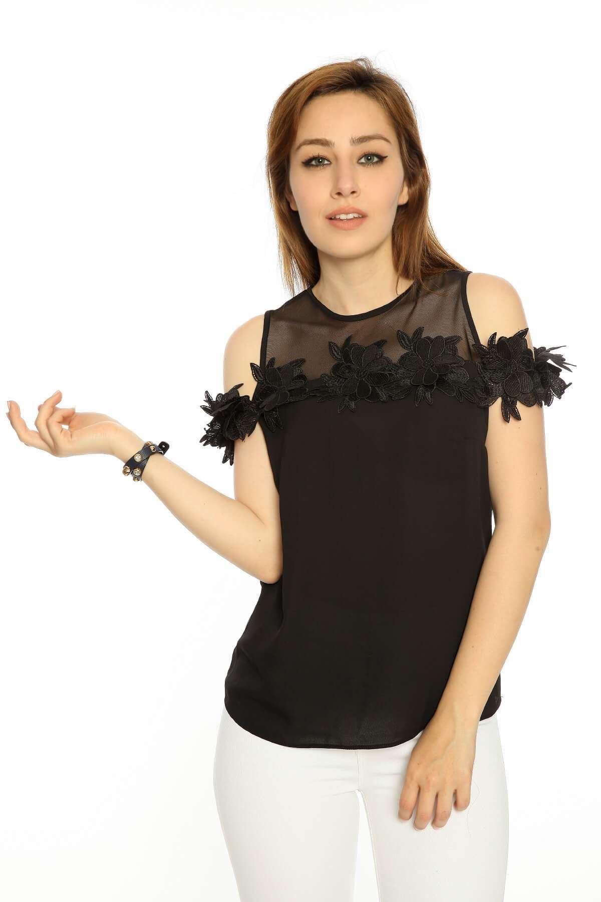 Yaka Fileli Güpür Detaylı Bluz Siyah